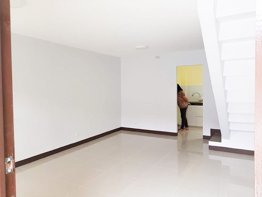 Newly renovated townhouse clark available for rent