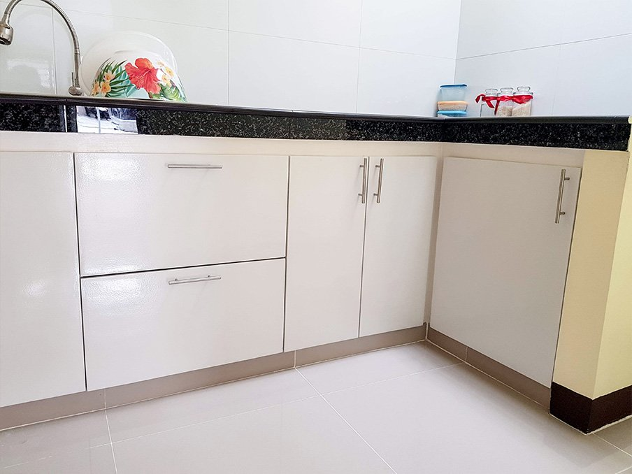 kitchen tiles with cabinets
